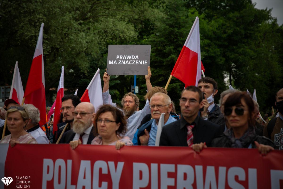 Biało-czerwony Marsz w rocznicę pierwszego transportu Polaków do KL Auschwitz